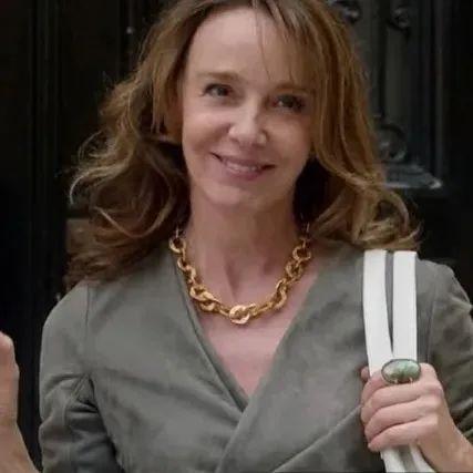 美式穿搭和法式穿搭的差距到底有多大?竟让Emily上班第一天就被嫌弃插图97