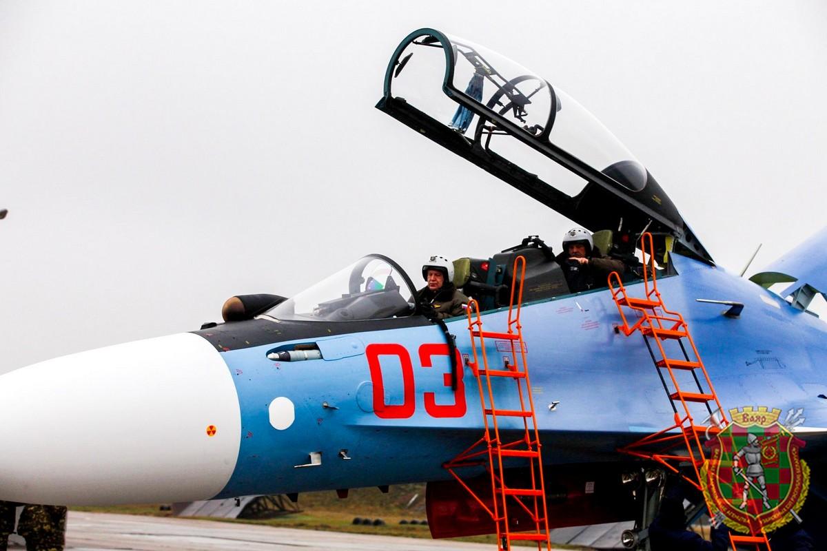 白俄罗斯接收第二架苏30SM战斗机