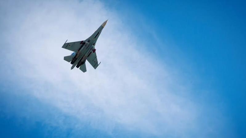 俄战机15日在波罗的海阻挡美国军机