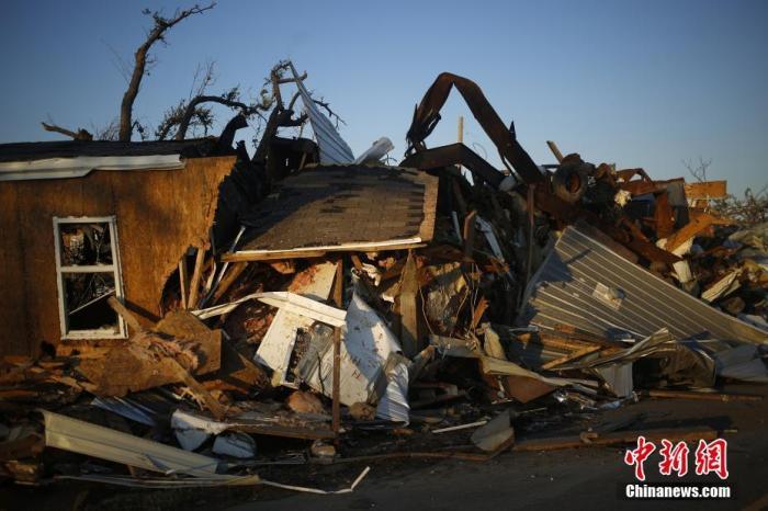 """飓风""""德尔塔""""致美国至少4人殒命 数十万人断电 第1张"""