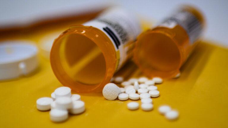 allbetgaming手机版下载:美佛州父子出售有毒溶液,声称可治疗新冠病毒,被指控 第1张