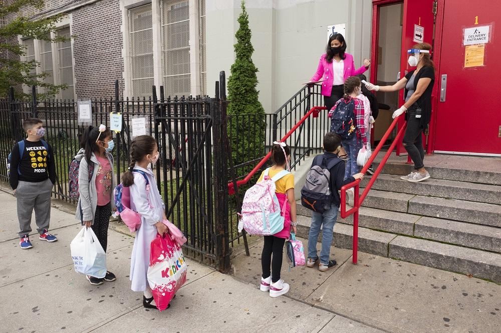 美国纽约新冠肺炎确诊率再次上升 或二度关闭学校
