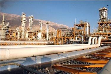 伊朗宣布启动三个石油项目将绕开霍尔木兹海峡出口石油