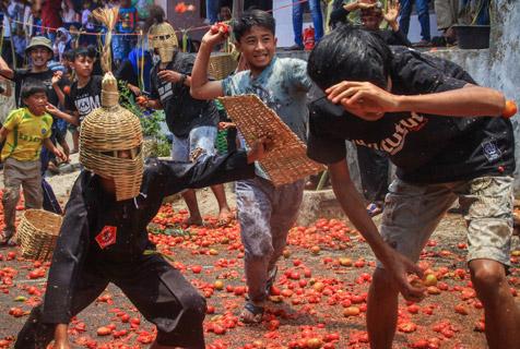 红红火火!印尼西万隆县连旺举行番茄大战