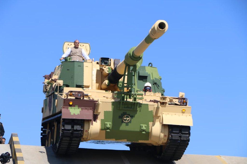 新造K9自行榴弹炮下线交付印度防长亲自登车试驾