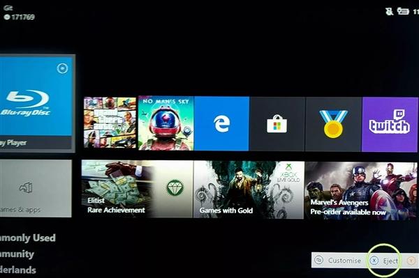 XboxOne内测贴心功能:未来有望可直接在手柄上实现弹出光驱的功能
