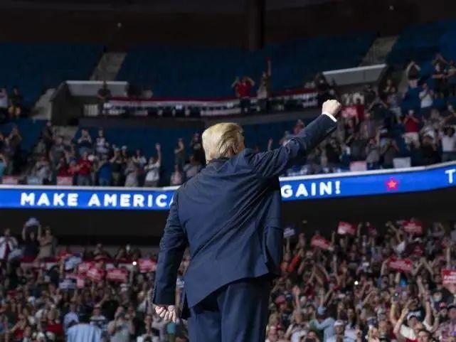"""欧博亚洲官网开户网址:特朗普竞选集会上对没""""戴口""""罩的人说:希望放慢美国对新冠病毒的检测 第2张"""