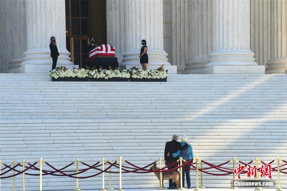 美大法官金斯伯格灵柩运抵最高法院接受民众瞻仰