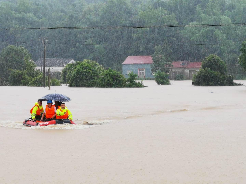 安徽东至县发生特大暴雨 交通中断农田被淹