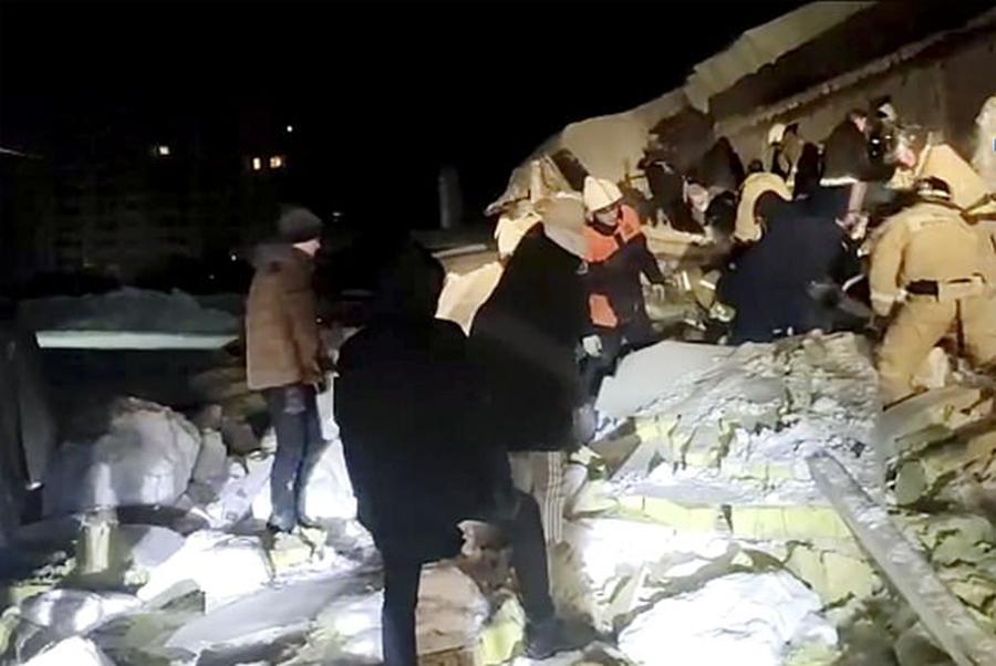 俄200人聚集咖啡馆开派对积雪压塌屋顶致一人死亡