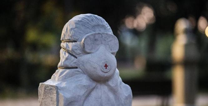 罗马塑大理石半身像向抗击新冠肺炎卫生工作者致敬