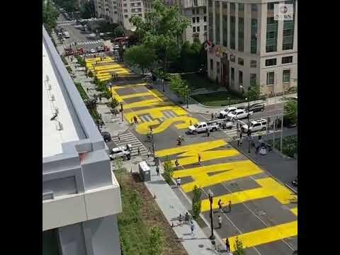 """华盛顿特区市长下令:在通往白宫的街道涂""""黑人的命也是命""""字样插图"""