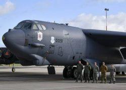 美军B52H战略轰炸机完成欧洲部署返回国内