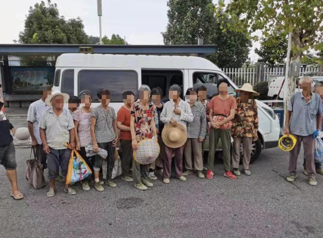 浙江高速上一辆面包车贴了黑膜,民警开门一看,惊了!