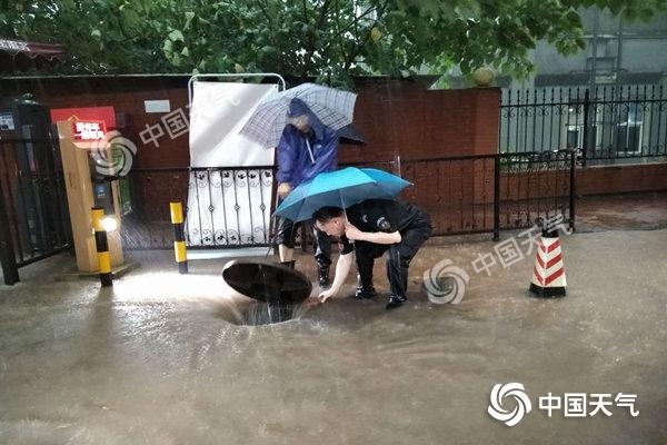"""重庆现""""冰火两重天"""" 今后三天多地仍有暴雨"""