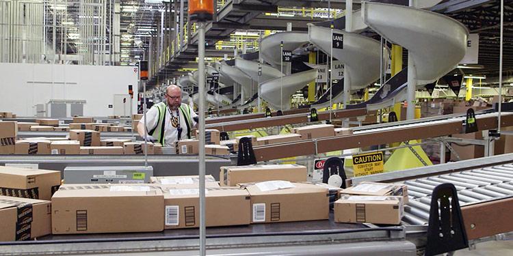 """亚马逊被仓库员工起诉称该公司正""""试图营造一个合规的表象"""""""