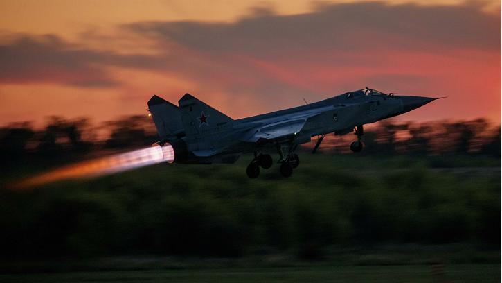 皇冠足球app:俄米格-31战机在巴伦支海空域阻挡英美军机 第1张