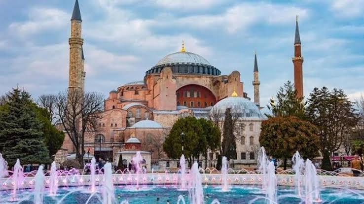 allbet登录网址:土耳其最高行政法院作出裁决!圣索菲亚博物馆或将改建为清真寺 第3张