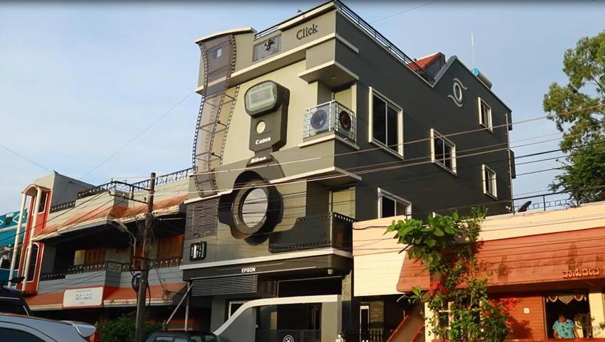 印度摄影师痴迷相机把房子建成相机模样