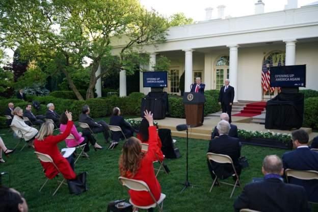"""记者问""""如六周内殒命美国人数超越战总统是否该连任?""""特朗普:我们做了很多好决议"""
