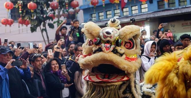 墨西哥:舞狮迎新春