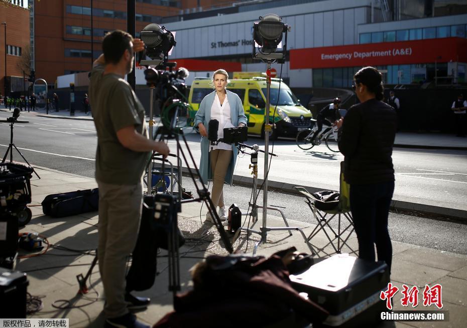 英国首相鲍里斯约翰逊转入ICU 大批记者守候在医院外