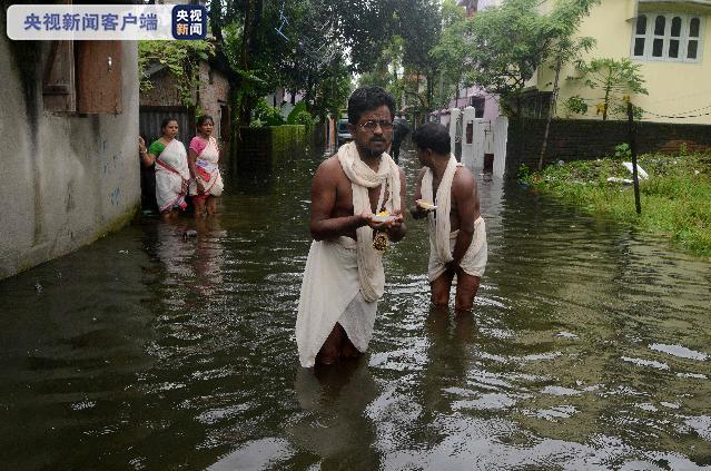 平心在线:印度阿萨姆邦洪水泛滥 60万人受灾 42人殒命 第2张