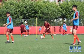 中国U19男足在沪训练