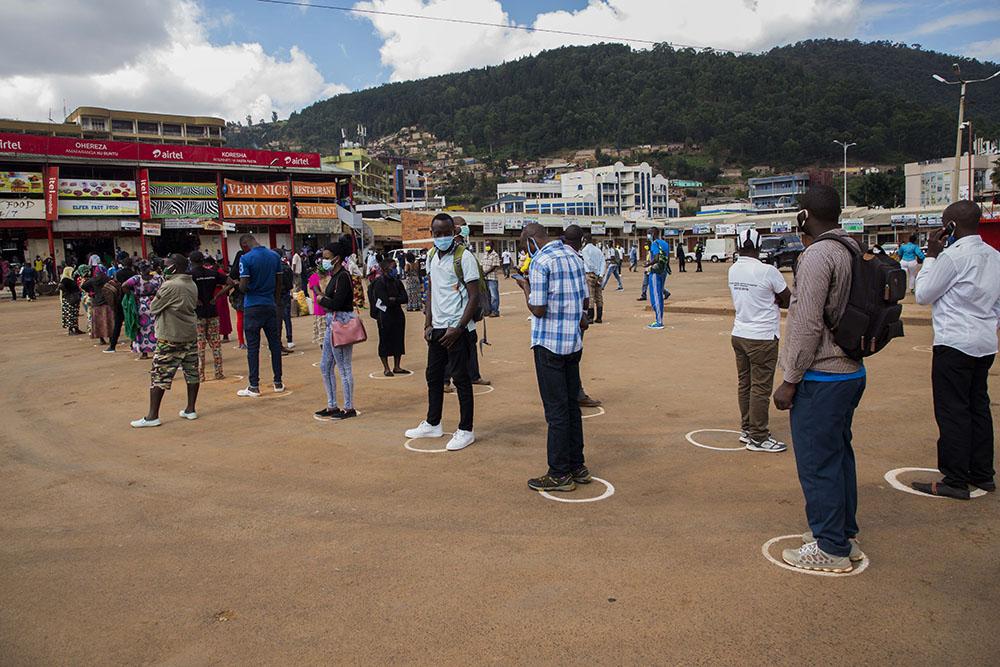 """平心在线:卢旺达""""硬核""""防疫新规:违反规定将交巨额罚款或听通宵讲座 第1张"""
