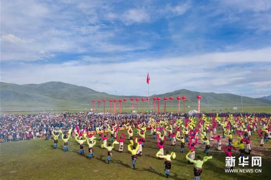 四川色达:欢度金马文化节