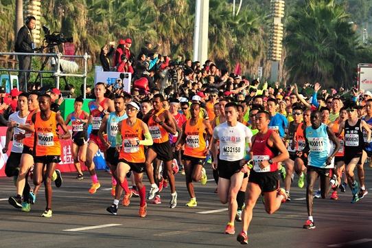 赛事高峰期!一天39场马拉松赛 跑者够用吗?