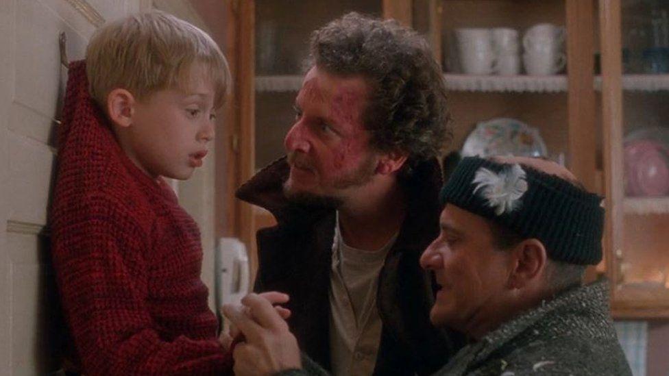 《小鬼当家》中的小鬼扮演者麦考利·卡尔金引推特网友热议,只因发了张照片 第17张