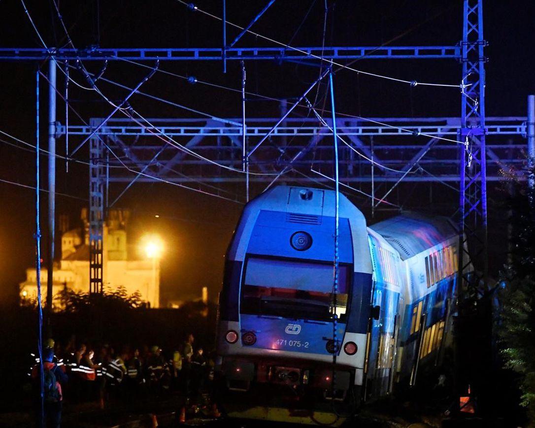 大发888在线:捷克一辆旅客列车同货运列车相撞 致1死35伤 第1张
