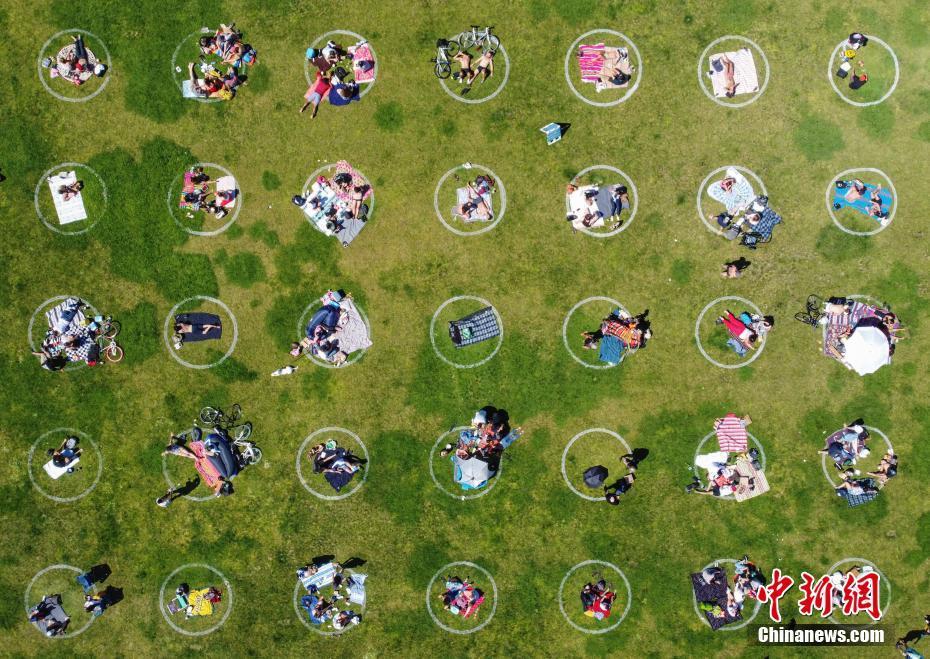 美国旧金山公园画圈防聚众