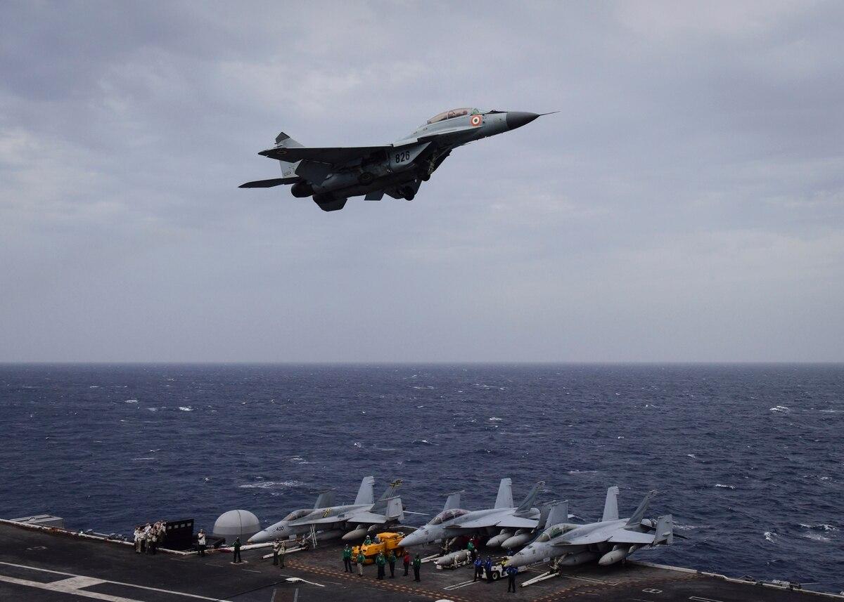 印度海军米格-29K舰载机坠毁2年摔了3架