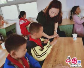 """""""整合资源 ,'乐'来越好"""" 眉山东坡通惠小学开展结对帮扶活动"""
