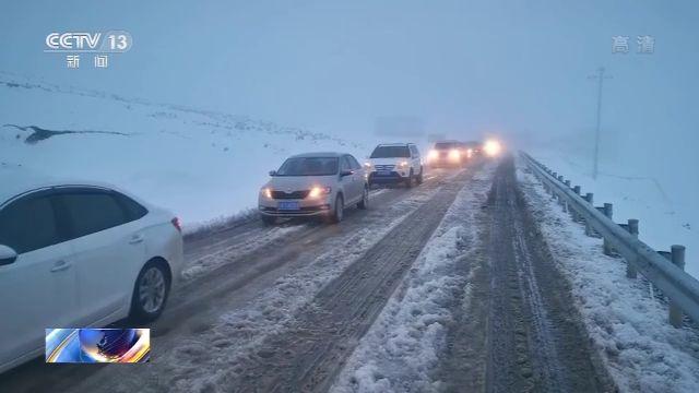 西藏雨雪天气致泥石流塌方 国道318线一度受阻 已恢复双向通车