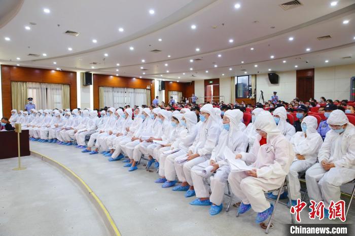 三亚刘某鸯等49人涉黑案宣判 组织者被判无期徒刑