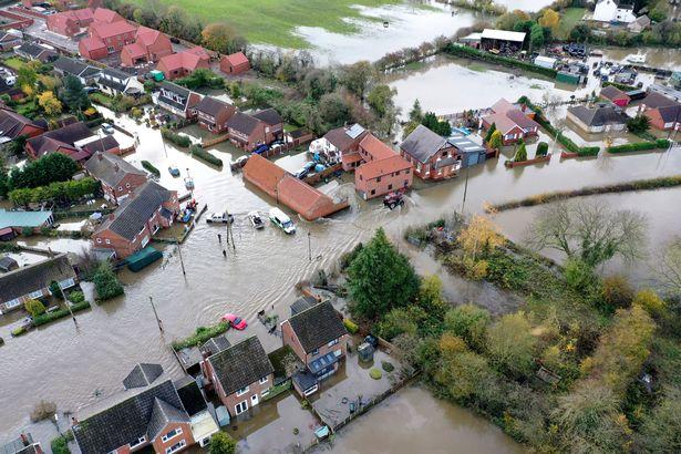 """英村庄遭百年一遇洪水袭击?村民称被政府""""抛弃"""""""