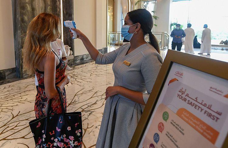 迪拜重新对海外旅客开放度假酒店严查游客体温