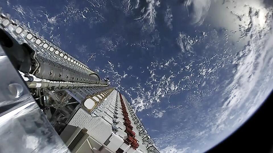 """美军开始测试SpeceX""""星链""""系统未来或有数万颗卫星支持作战"""