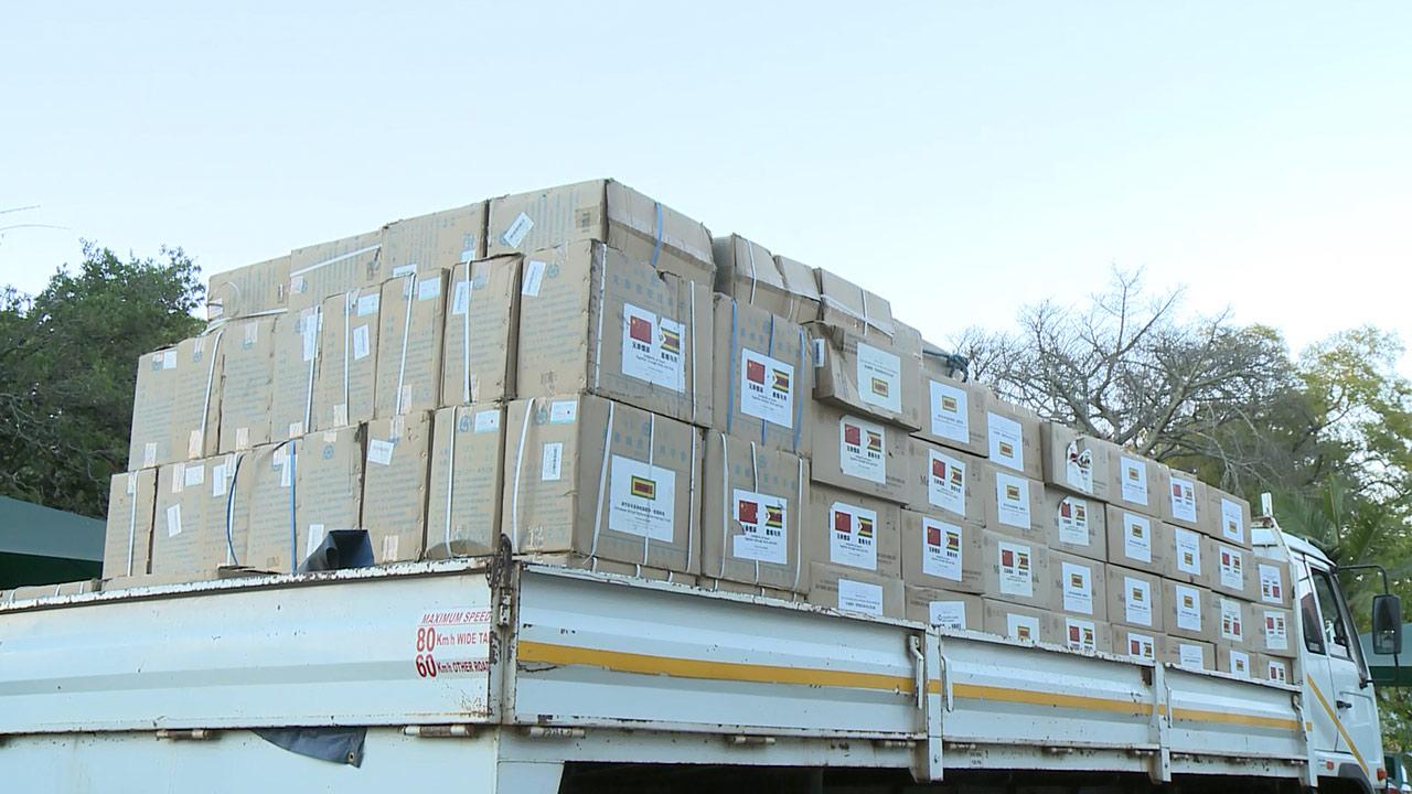 津巴布韦总统高度赞扬中方继续向津方捐赠防疫物资