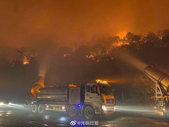 西昌城区可见明火夜间暂停扑救加强火情观测