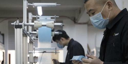 黑龙江:企业转产口罩机 助力疫情防控