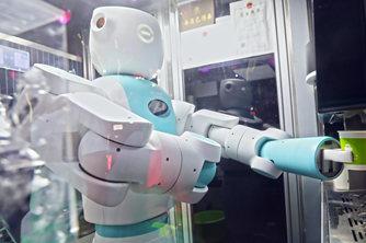 西安街头现自动售卖饮品机器人