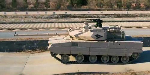 15式轻坦火控有多强悍?炮口立弹壳,起伏路上飙车都不掉