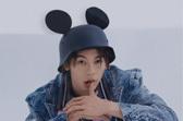 鼠年时尚大片许光汉与Mickey童趣十足