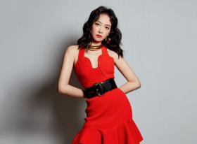 宋茜穿红裙明艳大气