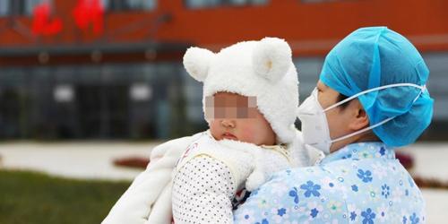 江西7个月大新冠肺炎患儿治愈出院