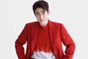 朱一龙新年大片释出 炽烈红色西装传递新春暖意
